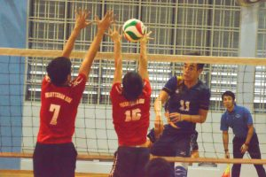 Song Guo Rui Keave (AMK #11) spikes past the PHS blockers. (Photo 8 © REDintern Nathiyaah Sakthimogan)
