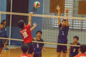 Blocker Boo Bing Xun (AMK #5) makes an attempt to block the PHS spike. (Photo 9 © REDintern Nathiyaah Sakthimogan)