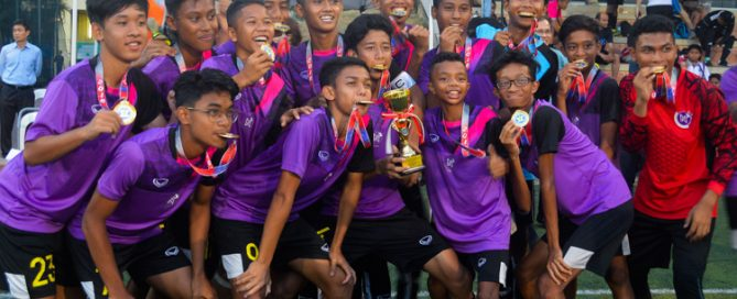 NorthLight players pose with their medals and champions trophy. (Photo 1 © REDintern Nathiyaah Sakhimogan)