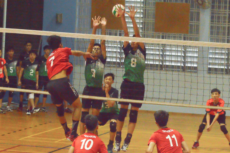 Punggol Secondary players (PGS #3 and #8) jump high in an attempt to get the block. (Photo 13 © REDintern Nathiyaah Sakthimogan)