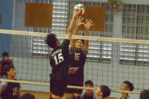 Middle blocker, Peh Jia Hao (GMS #16) attempts to get the block. (Photo 4 © REDintern Nathiyaah Sakthimogan)