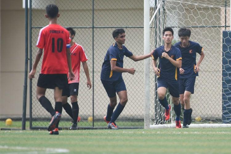 Jovian Goh (ACSI #7) celebrating his goal with his teammates. (Photo 1 © Stefanus Ian/Red Sports)