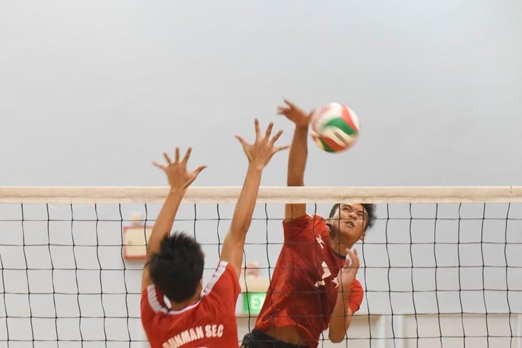 Zulfadli (SQS #7) spiking the ball during the match. (Photo 1 © Stefanus Ian/Red Sports)