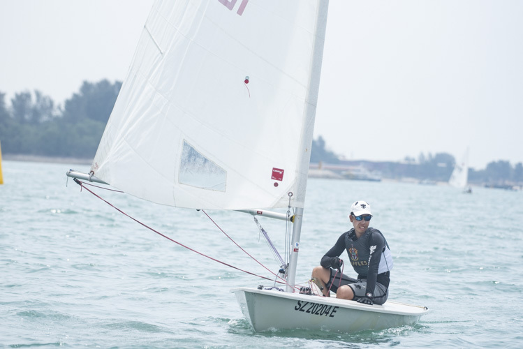Koh Yi Nian of Raffles Institution (#166425) came in third with a score of 18 points in the A Division Boys' Sailing Championships. (Photo 3 © Stefanus Ian/Red Sports)