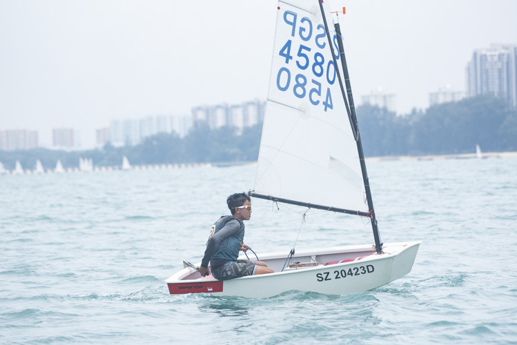 Marvin Tan of Raffles Institution (#4580) came in third with a score of 21 points for the C Division Optimist Boys. (Photo © Stefanus Ian/Red Sports)