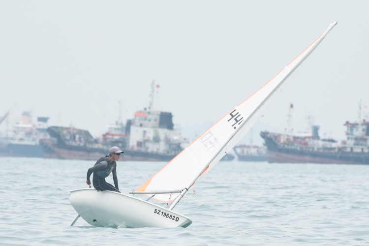 Lee Wonn Kye of Raffles Institution (#4450) came in first with a score of 10 points in the B Division Boys' Bytes Sailing Championships. (Photo 1 © Stefanus Ian/Red Sports)