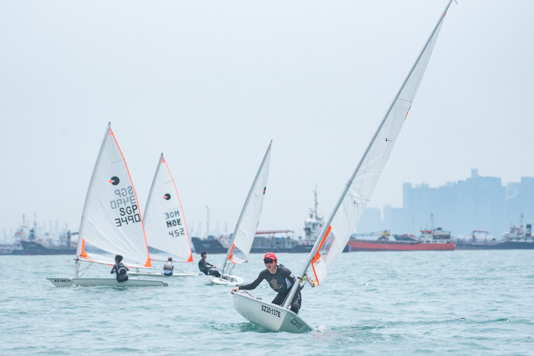 Brandon Chia of Raffles Institution (#4449) came in third with a score of 23 points in the B Division Boys' Bytes Sailing Championships. (Photo  © Stefanus Ian/Red Sports)