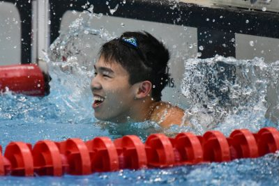 Jonathan Tan splashing the water in celebrationg after coming in first in the 50m Freestyle B Division Boys race with a time of 22.67s to break the meet record. (Photo © Stefanus Ian/Red Sports)