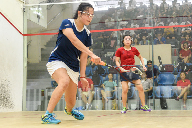 Rachel Lee of ACJC in action during her match against HCI's Denise Teo. (Photo 1 © Stefanus Ian/Red Sports)