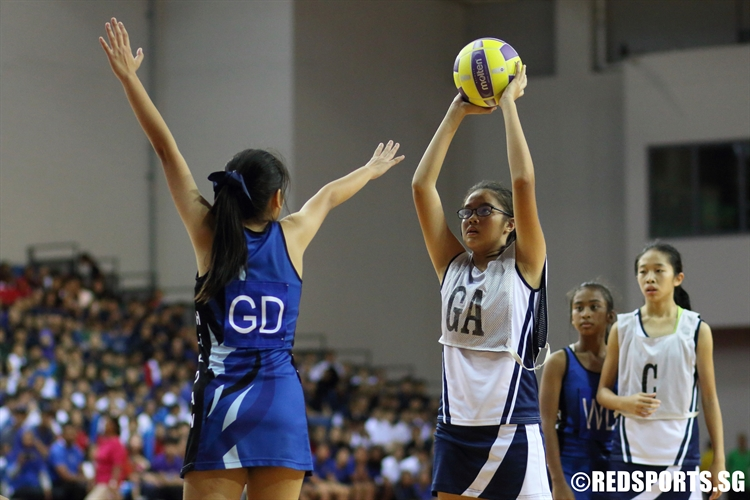 Megan Goh (HIJ GA) takes aim against St. Hilda. (Photo 1 © Dylan Chua/Red Sports)