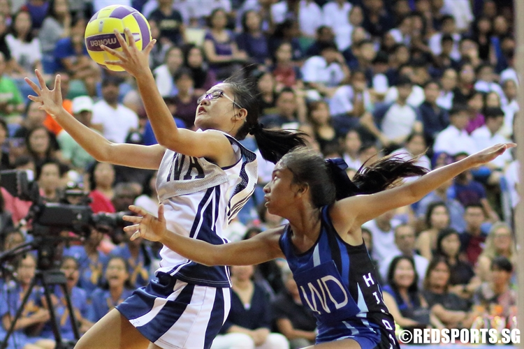 Inez Yeo (HIJ WA) outjumps her opponent to receive the pass. (Photo © Dylan Chua/Red Sports)