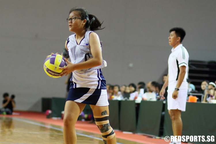 Pearlyn Poo (C) of CHIJ surveys the floor. (Photo  © Chan Hua Zheng/Red Sports)
