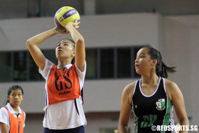 Yu Jiawei (GS) of MGS lines up a shot. (Photo © Chan Hua Zheng/Red Sports)