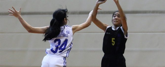 Nur Afiyah (YTS #5) pulls up for a jumper over her defender en route to a team-high 14-point performance. (Photo © Chan Hua Zheng/Red Sports)