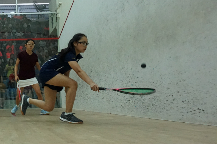 Jewel Tan (right) of MGS goes for a drop shot against Rachel Tan (left) of SCGS. (Photo 10 © REDintern Pang Chin Yee)