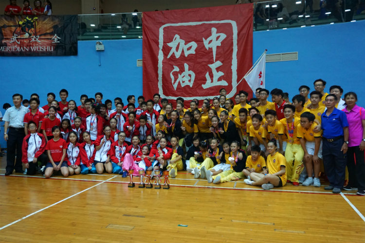 Chung Cheng High School (Main) and (Yishun) posing for a photo after having won the C and B division girls 1st Runners-up for CCHS (Main) and B division boys 2nd Runners-up for CCHS (Yishun). (Photo 5 © REDinternPang Chin Yee)
