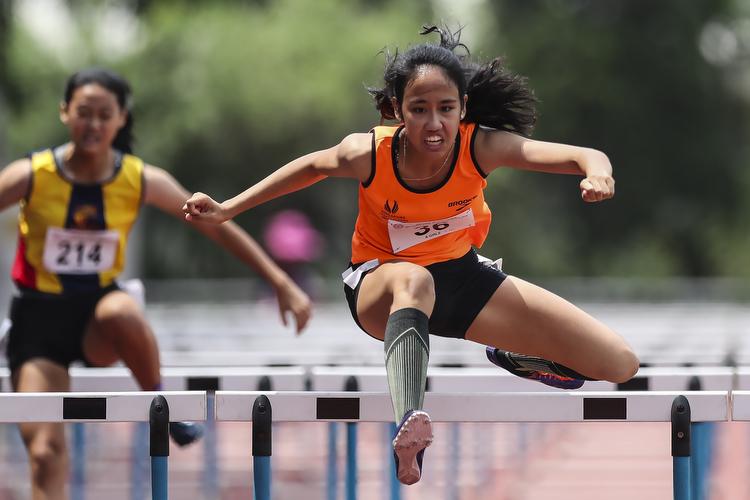a div b div c div hurdles girls