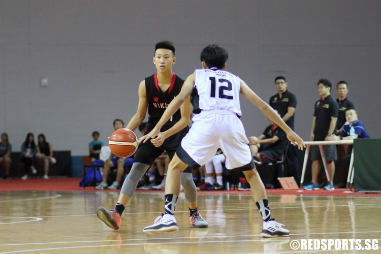 Justen Chiam (NV #11) surveys the floor as he handles the rock. He finished with 10 points in the victory. (Photo © Chan Hua Zheng/Red Sports)