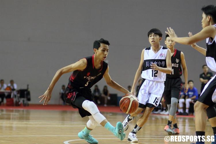 Sim Yi (NV #5) drives through the defense to the hoop. (Photo © Chan Hua Zheng/Red Sports)