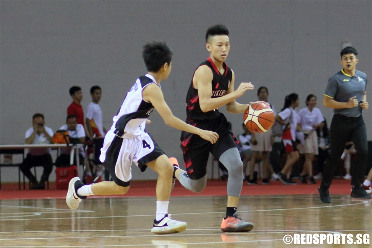 Justen Chiam (NV #11) drives against his defender in transition. (Photo © Chan Hua Zheng/Red Sports)