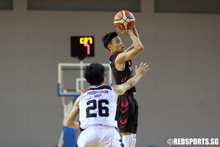Amos Tai (NV #7) pulls up for a jump-shot over the defense. (Photo © Chan Hua Zheng/Red Sports)
