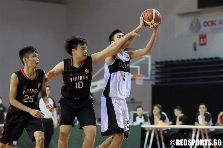 Kovan Toh (PHS #5) draws a foul as he goes up for a shot. He finished with 10 points. (Photo © Chan Hua Zheng/Red Sports)