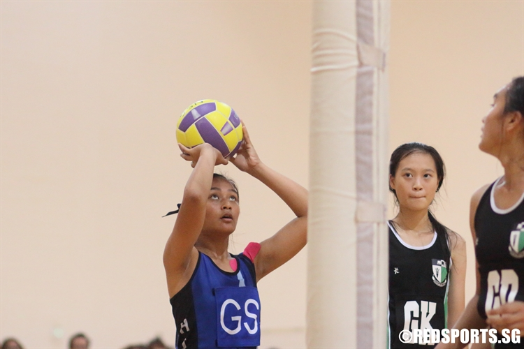 Alyssha (GS) of St Hilda's lines up a shot. (Photo  © Chan Hua Zheng/Red Sports)