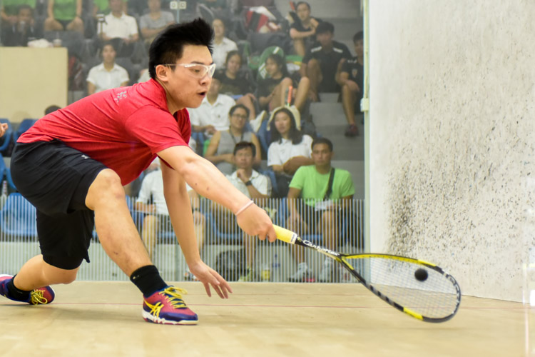 HCI's Wong Zhen Xuan in action during his match against RI's Rau Rutvik Bairavarasu. (Photo © Stefanus Ian/Red Sports)