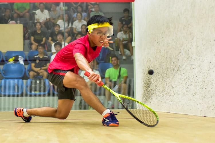 HCI's Tan Rui Zhi in action during his match against RI's Aaron-Jon Widjaja Liang. (Photo © Stefanus Ian/Red Sports)