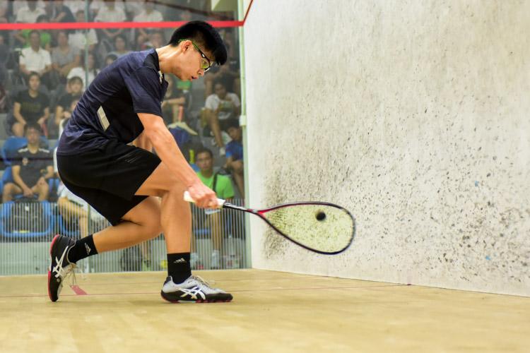 Aaron-Jon Widjaja Liang of RI in action during his match against HCI's Tan Rui Zhi. (Photo © Stefanus Ian/Red Sports)