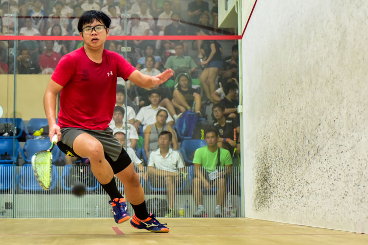 HCI's Su Wei Zhe in action during his match against RI's Anders Ong. (Photo © Stefanus Ian/Red Sports)