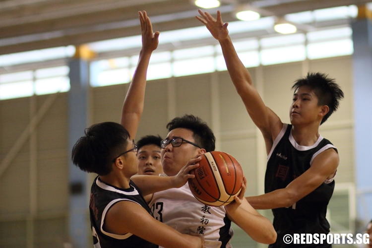 Gordon Ngiam (CJC #23) muscles his way in the paint as he looks to score over two defenders. (Photo 3 © Dylan Chua/Red Sports)