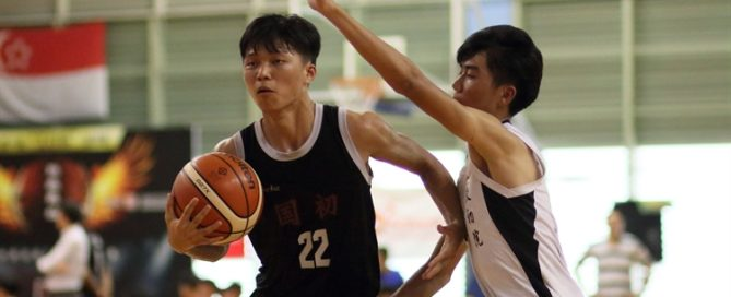 Huang Yi Fan (NJC #22) drives to the basket to score two of his game-high 16 points. (Photo 1 © Dylan