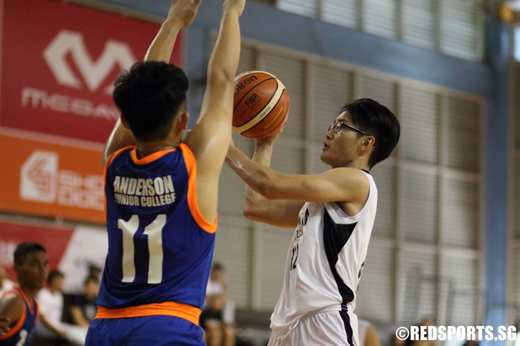 Tan Yan Zhou (DHS #12) elevates in the paint for a runner. (Photo 5 © Dylan Chua/Red Sports)