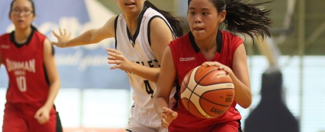 (DHS #7) beats her defender on a drive to the basket. (Photo 3 © Dylan Chua/Red Sports)