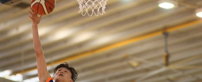 Xavier Ng (AJC #13) soars for an open lay-up in transition. The AJC swingman scored 12 points against PJC.(Photo 1 © Dylan Chua/Red Sports)