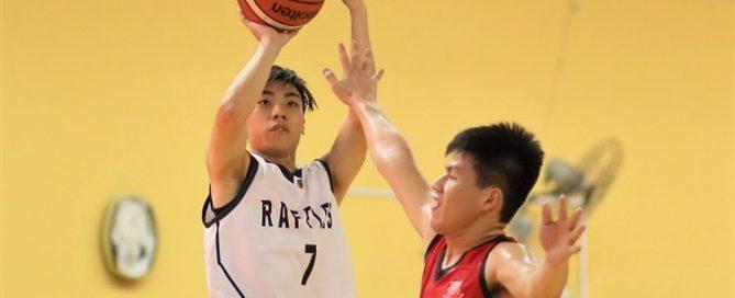 Joshua Lim (RI #7) shoots a mid-range jumper against HCI. (Photo 2 © Dylan Chua/Red Sports)
