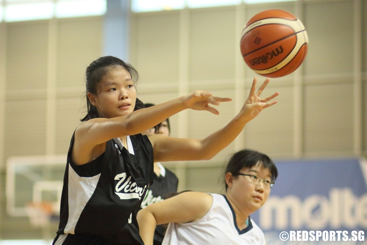 Tan Hui Juan (VJC #5) kicks the ball out to a teammate in the corner. (Photo 2 © Dylan Chua/Red Sports)