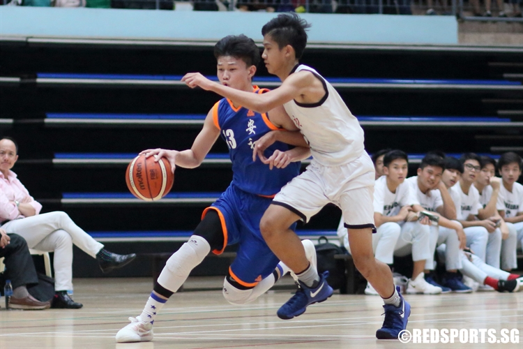 Xavier Ng (AJC #13) drives against his defender in transition. (Photo © Chan Hua Zheng/Red Sports)