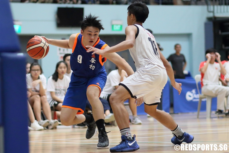 Tan Jing Jie (AJC #9) witth a step-back move as he takes on his defender one on one. (Photo © Chan Hua Zheng/Red Sports)
