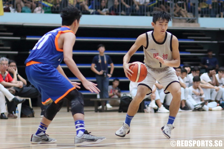 Nicholas Gao (NJC #1) crosses over on a drive against the defense. (Photo © Chan Hua Zheng/Red Sports)
