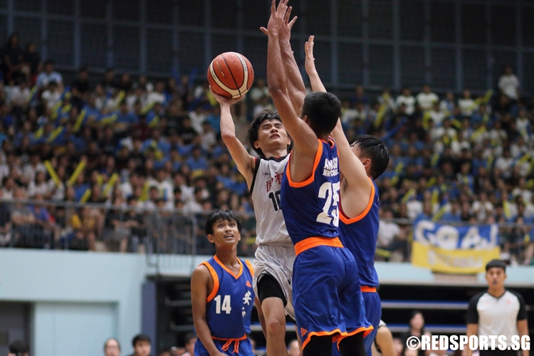 Ian Tay (NJC #10) draws contact as he rises for a floater. (Photo © Chan Hua Zheng/Red Sports)