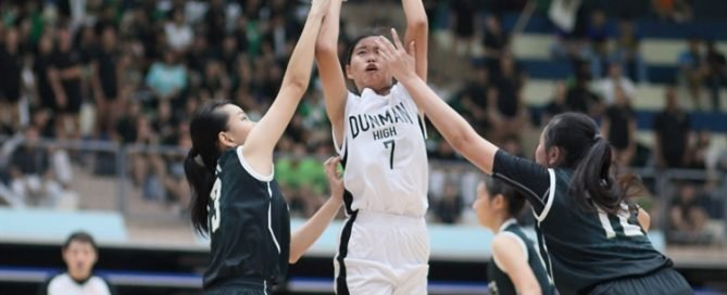 Tan Hui Xiang (DHS #7) pulls up for a jump-shot over the defense. She dropped a game-high 21 points and bagged MVP honors in the victory. (Photo © Chan Hua Zheng/Red Sports)