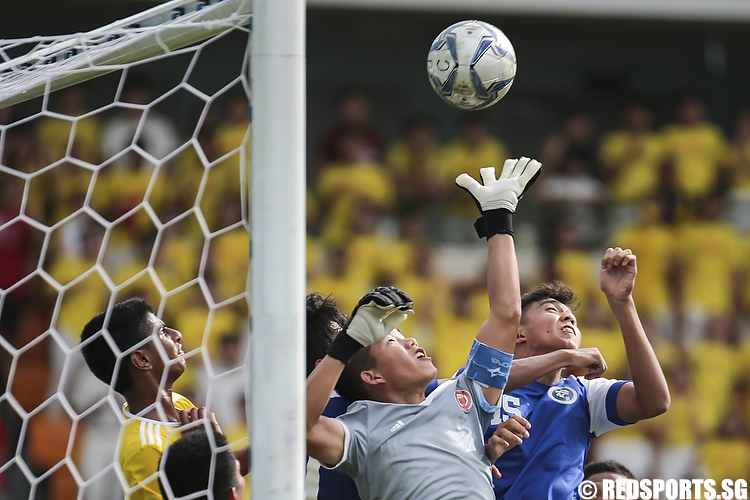 Goalkeeper Kevin Wong (#12) of Victoria Junior College jumps to save the ball. (Photo © Lee Jian Wei/Red Sports)
