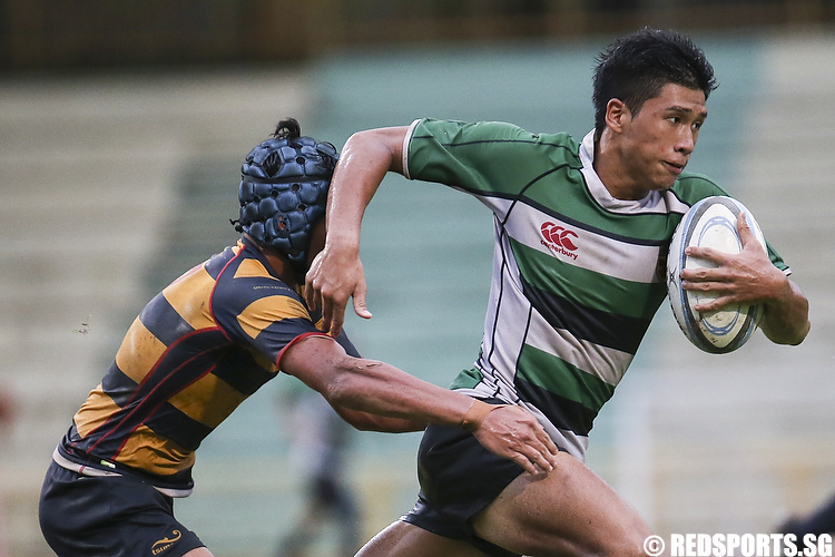 Aiman (#3) of Raffles Institution fends off Reuben Sivadas (#7) of ACS (Independent). (Photo © Lee Jian Wei/Red Sports)