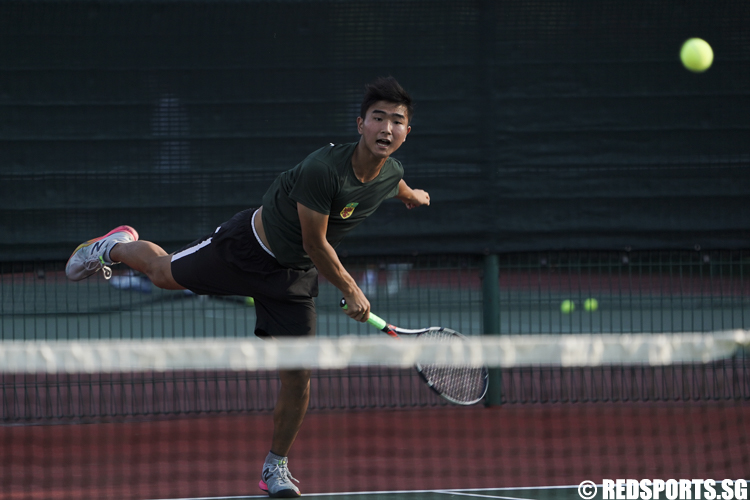 Park Jung Woo of Raffles Institution serves against Shawn Ng and Oliver Woo of ACS (Independent) in the Men's double match. (Photo © Lee Jian Wei/Red Sports)