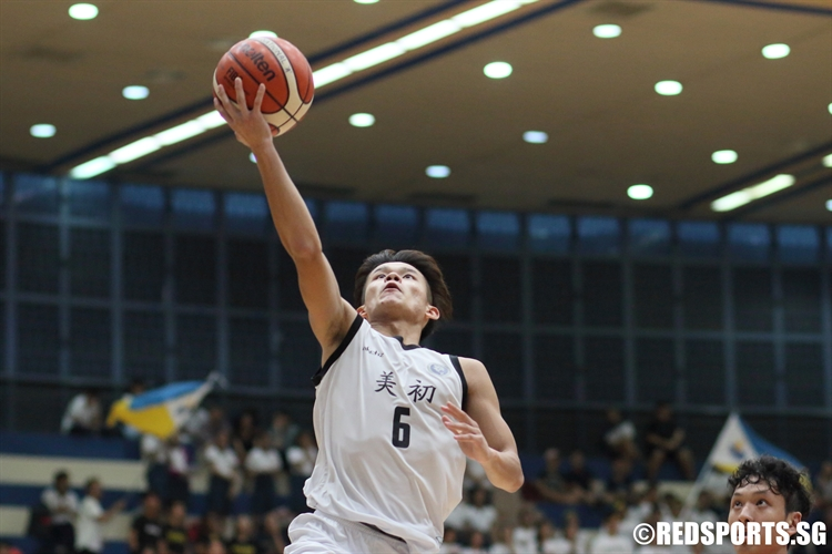 Tiong Chuan Yao (MJC #6) rises for a lay-up on the break. (Photo 3 © Dylan Chua/Red Sports)