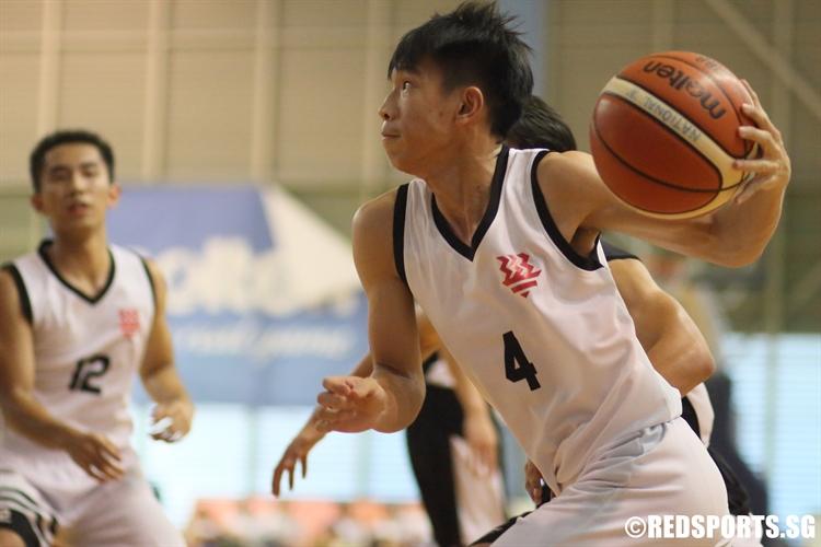 Chua Qi Wei (HCI #4) slashes baseline to the hoop. (Photo  © Chan Hua Zheng/Red Sports)
