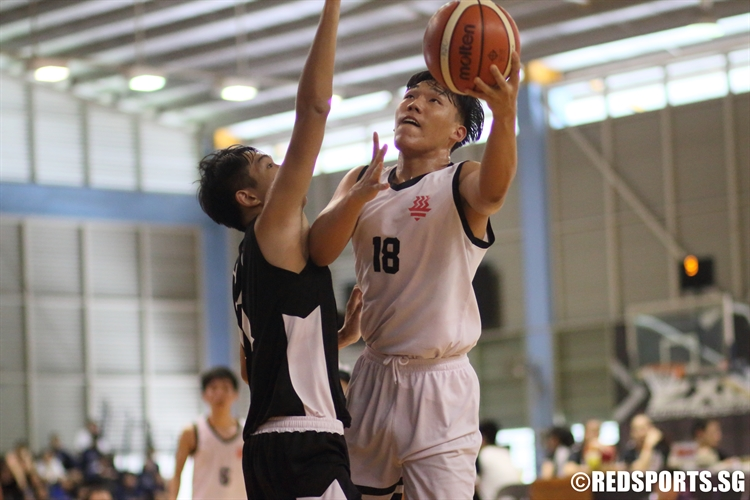 Shin Dong Hun (HCI #18) goes for a scoop lay-up against the defense. (Photo  © Chan Hua Zheng/Red Sports)