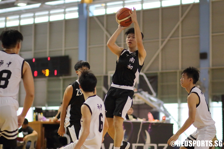 Nicholas Quah (NYJC #27) pulls up for a shot over the defense. (Photo  © Chan Hua Zheng/Red Sports)